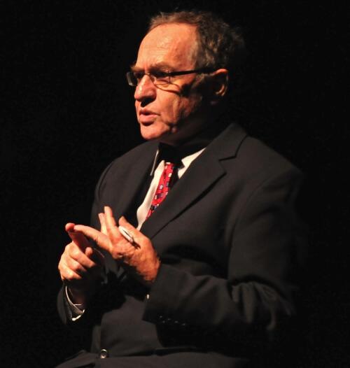 Alan Dershowitz at UPENN last night (Photo: Stephanie Nam/Daily Pennsylvanian)