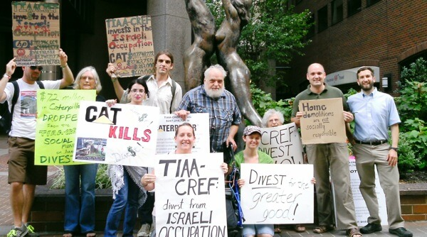 Solidarity action in front of TIAA-CREF Philadelphia Office 8/27/12 (Photo: JVP-Philadelphia)