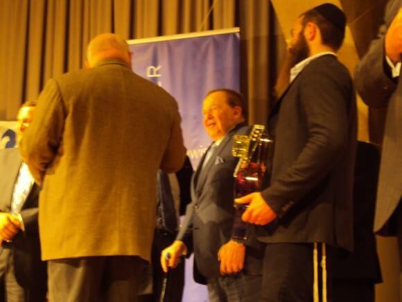 Michael Steinhardt gives Sheldon Adelson a birthday gift. (Photo: Alex Kane)