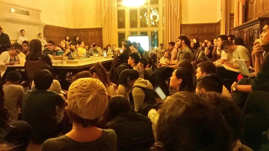 Students gathered to debate a resolution criticizing divestment at UCLA. Photo: Agatha Palma