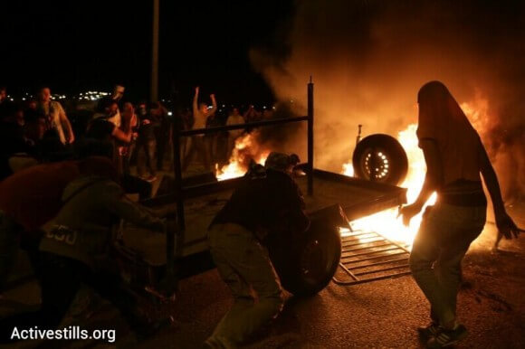 Hura Junction: Police car in flames, clashes continues, reports on police using rubber coated bullets (Photo: Activestills)