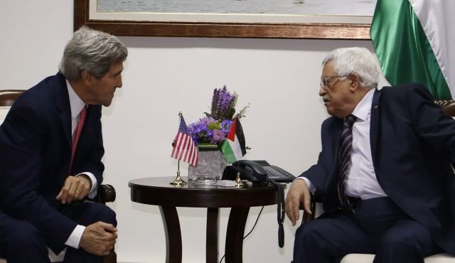 John Kerry and Mahmoud Abbas in Ramallah December 5, 2013. (Photo: Reuters)