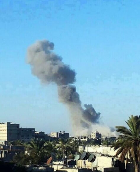 Smoke rises after an Israeli air strike over Gaza Strip, Tuesday, Dec. 24, 2013. pic.twitter.com/9whL90SIiX