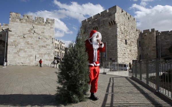 Christmas_Trees__Banned_in_Nazareth-600x374
