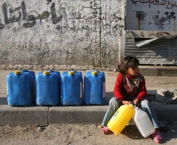 A Palestinian girl takes a rest on her way to collect drinking water in Gaza, where more than 90% of the water available is polluted and unfit for human consumption. (Photo: Iyad El Baba/UNICEF-oPt)