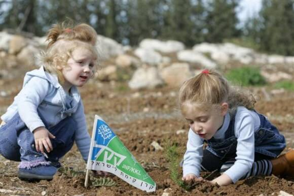 Children planting trees in Israel with the Jewish National Fund. (Photo: JNF/JSS News)