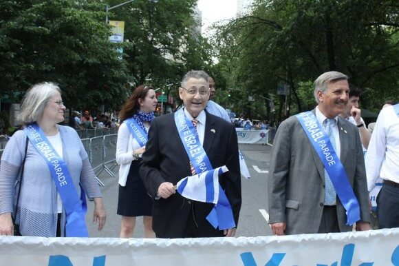 Assembly Speaker Sheldon Silver, at center, at the Salute to Israel Parade last year. (Photo: Roy Renna/BMR)