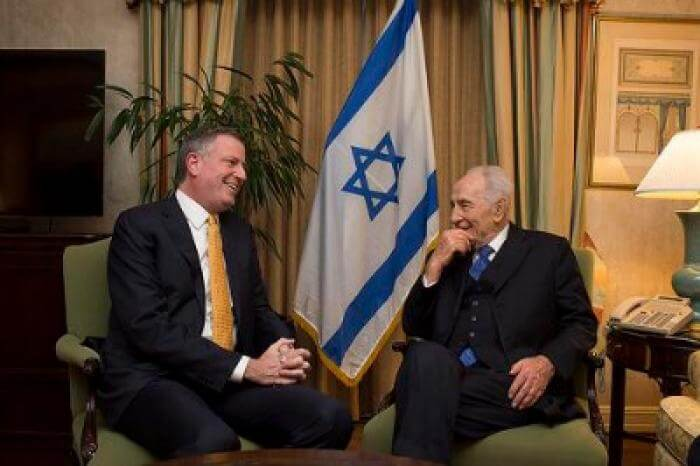 New York City Mayor Bill de Blasio and Israeli President Shimon Peres in 2013.