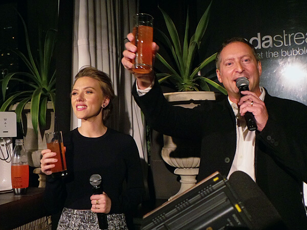 Johansson with SodaStream CEO Daniel Birnbaum
