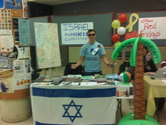 Israel Awareness Committee at the University of Ottawa clubs day. (Photo: IAC)