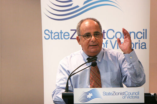 Hirsh Goodman speaks at the State Zionist Council of Victoria in Australia. (Photo: ZCV.org/au)