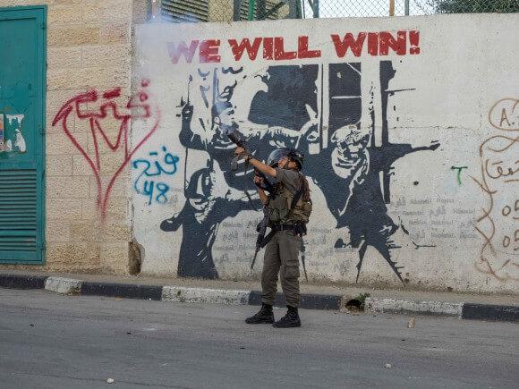 Border Policewoman fires tear gas into Aida camp. (Photo: Dan Cohen)
