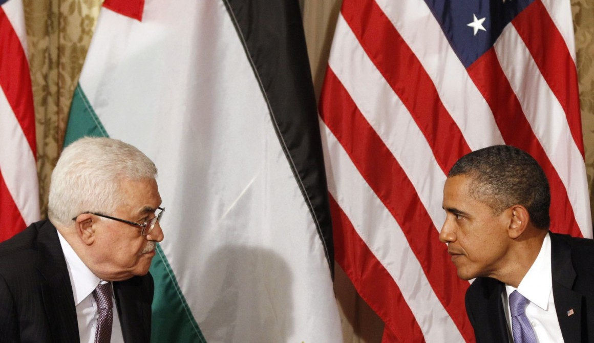 U.S. President Barack Obama (R) met Palestinian President Mahmoud Abbas in New York on Sept. 21, 2011. (Photo by Reuters)