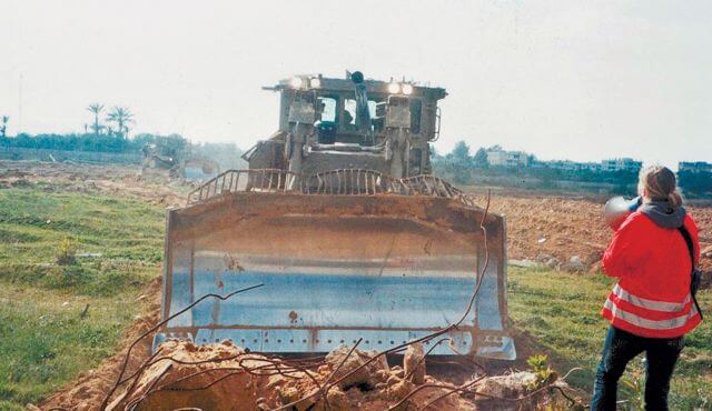 Rachel Corrie standing before an Israeli bulldozer in Rafah, Gaza. (Photo: AP)