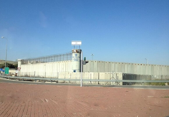 Ofer Prison in Israel, where Palestinians are hunger striking. (Photo: Magister/Wikimedia Commons)