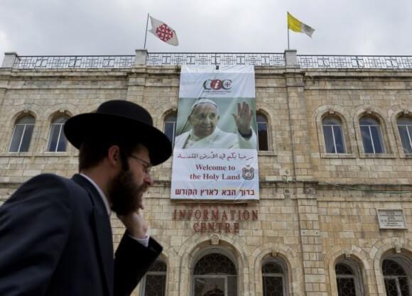 Banner in Jerusalem for Pope's visit,
