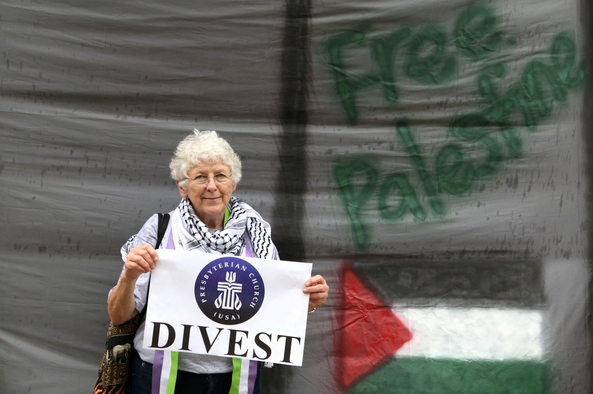 A woman at the Presbyterian general assembly in Detroit urges the church to divest for Palestinian rights. (Photo: Christopher Hazou/IMEU)