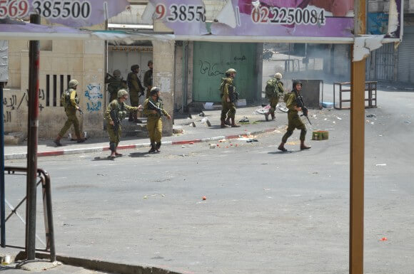 Israeli soldiers patrol city center. (Photo: Sheren Khalel)