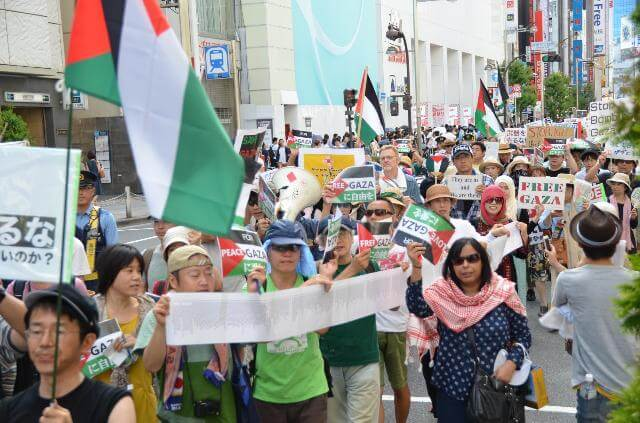 Shinjuku, Tokyo (photo: Labornet Japan)
