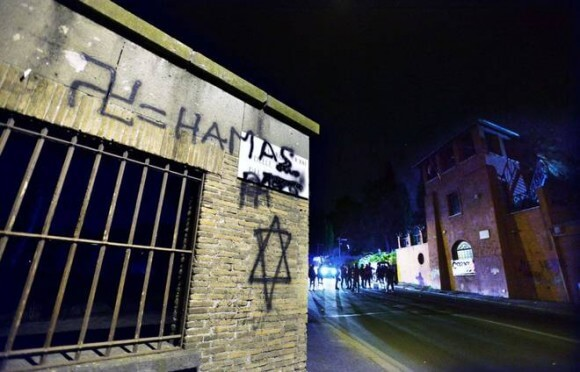 Pro Israel supporters graffiti Swastika = Hamas slogan with Star of David (Photo: Caprioli/Toiati)