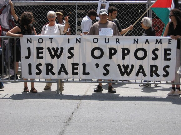 August 12/06 Rally in Toronto, Canada against Israeli aggression/occupation of Palestine and Lebanon. (Photo: Wikimedia)