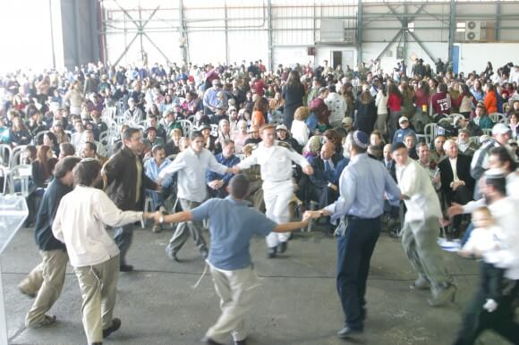 "Welcoming ceremony to Jews making ""aliyah"" to Israel, at the Nefesh b'Nefesh site"