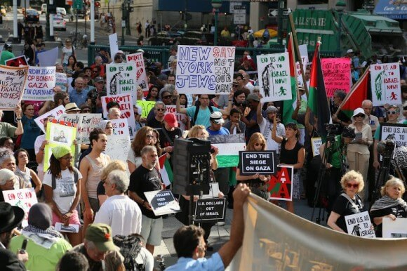 Activists against the assault on Gaza gathered in New York's Foley Square. (Photo: Christopher Hazou)