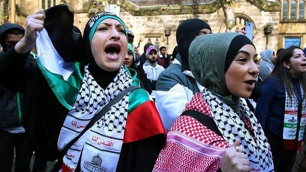 Supporters of Palestine chant during a rally in Sydney against Israel's recent attacks on Gaza. (Photo: Getty Images/Lisa Maree Williams)