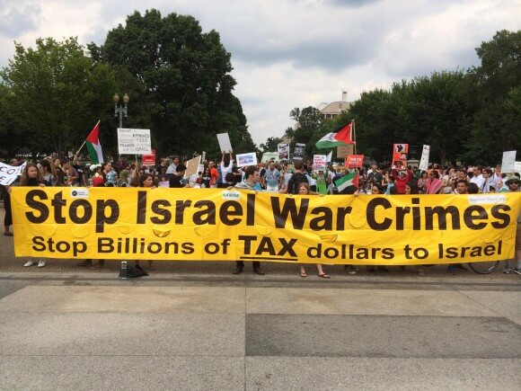 Protesters facing the White House demand an end Israel's war crimes and U.S. financial support. (Photo: Adam Gallagher)
