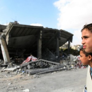 Children look at the rubble remnants of homes in the town of Rafah in the southern Gaza Strip. (Photo: UNICEF/NYHQ2014-1121/El Baba)
