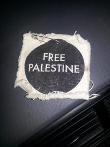 Free Palestine accessory, maybe a yarmulke