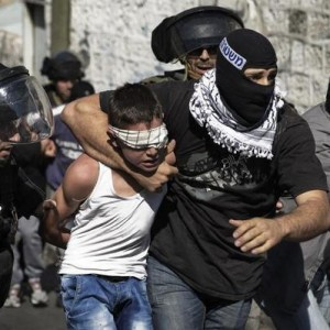 Israeli police detain a Palestinian youth following clashes after Friday prayers in the East Jerusalem neighbourhood of Wadi al-Joz, October 24, 2014. (Photo: REUTERS/Finbarr O'Reilly)