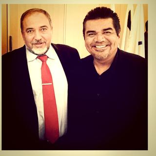 Comic George Lopez (r) with Avigdor Lieberman, Israeli foreign minister