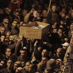 Palestinian mourners attend the funeral of bus driver Yousef Hassan al-Ramuni in the West Bank town of Abu Dis from Jerusalem on November 17, 2014 (Photo: Ahmad Gharabli/AFP)