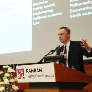 'Lancet' Editor Richard Horton addresses the physicians and staff at the Rambam hospital in Haifa. (Photo: The Telegraph)