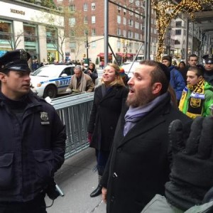 Boteach outside Leviev's old store, from Andrew Kadi's twitter feed @imAK48