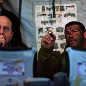 Moshe Ya'alon, left, meets with Col. Ofer Winter in December 2013. (Photo: Ariel Hermoni/Israeli Ministry of Defense)