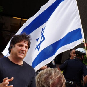 Meir Weinstein of Canada JDL, at a demonstration outside the Toronto Star newspaper