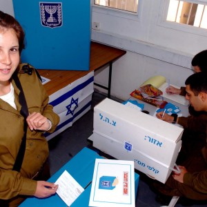 An Israeli soldier in the north of the country votes in elections. (Photo: Flickr/Creative Commons)
