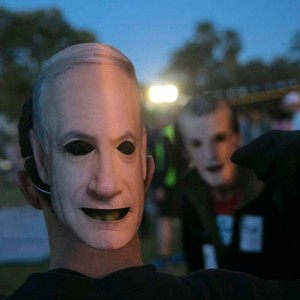 A runner wears a mask depicting Israel's Prime Minister Benjamin Netanyahu after an Election Race organised by a local gym at the Yarkon park in Tel Aviv March 16, 2015. (Photo: Reuters)
