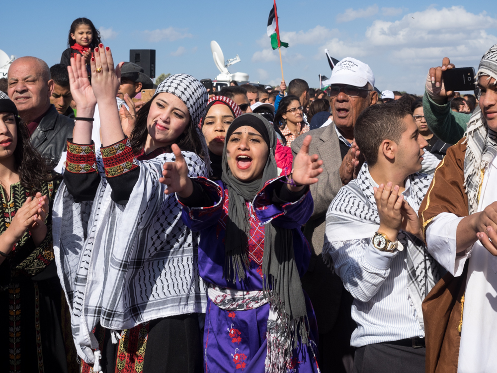 Palestinian youth at the March of Return dance Dabke. (Photo: Dan Cohen)