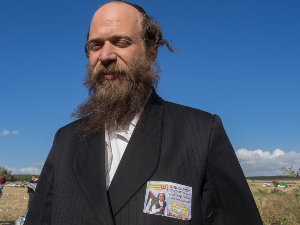 Anti-Zionist Orthodox Jew Mordechai Mintzberg joined the March of Return in solidarity with Palestinians. (Photo: Dan Cohen)