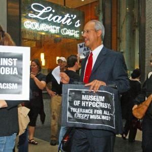 New Yorkers protest Islamophobia (Photo: Bud Korotzer)