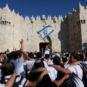 Jewish youth gather outside Damascus gate on 'Jerusalem Day,' May 17, 2015. (Photo: MARC ISRAEL SELLEM/THE JERUSALEM POST)