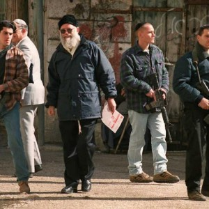 Rabbi Moshe Levinger (C) walks in downtown Hebron on January 20, 1996 (Photo: Sven Nackstrand/AFP)