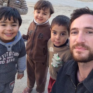 """Selfie with the greatest threat to Israel"" -- Dan Cohen with kids in Gaza. (Photo: Dan Cohen via Twitter)"