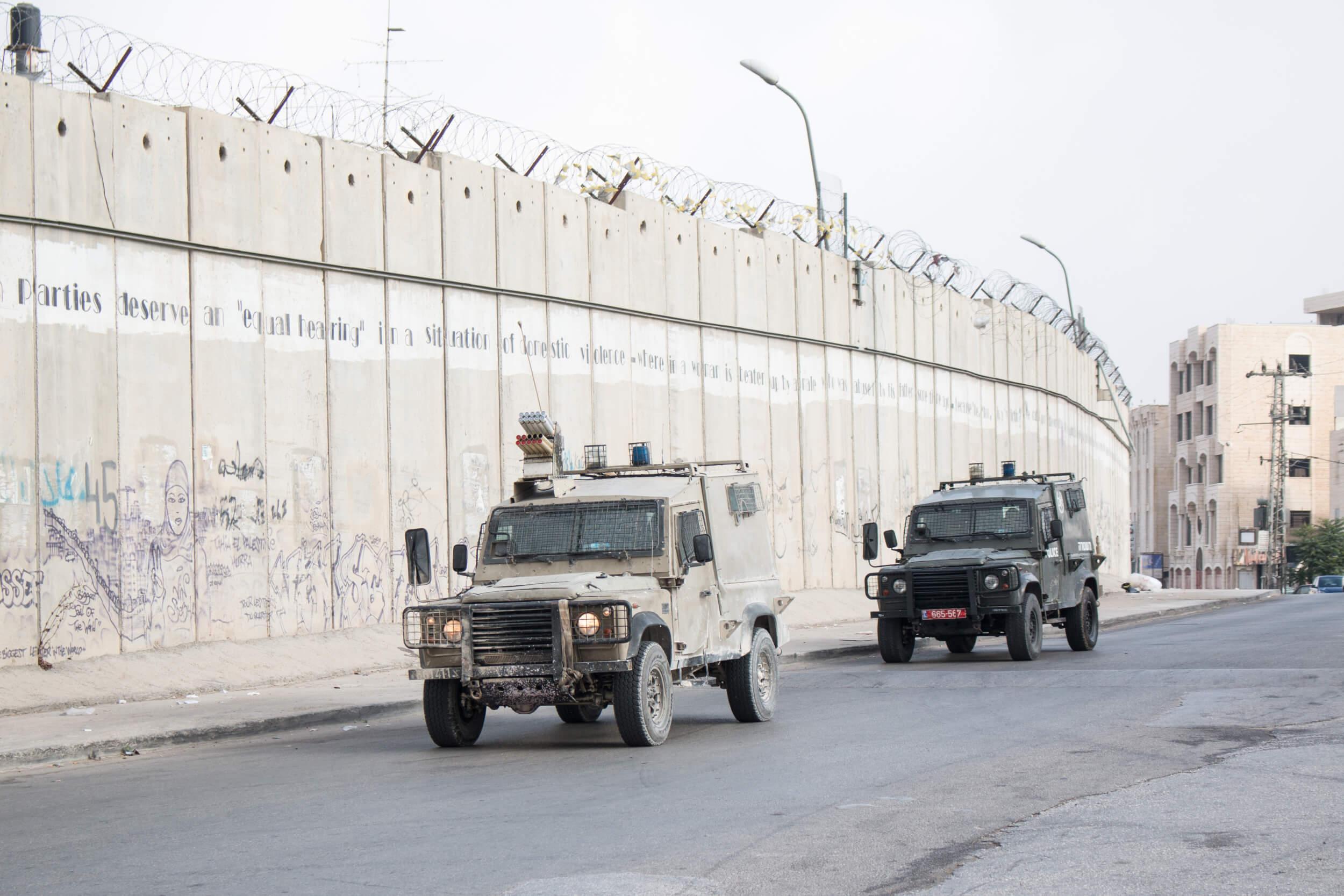 After one hour, Israeli military and border police jeeps arrive. (Photo: Karam Saleem)