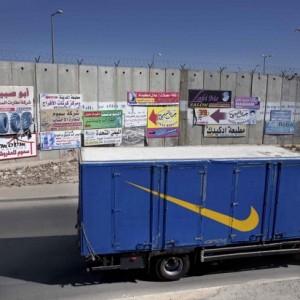 Il Muro (the wall). (Photo: Andrea & Magda/Il Fatto Quotidiano)