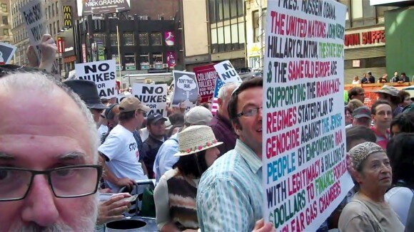 Times Square rally, 7/22/2015, poster about Obama allowing Iran to set up gas chambers