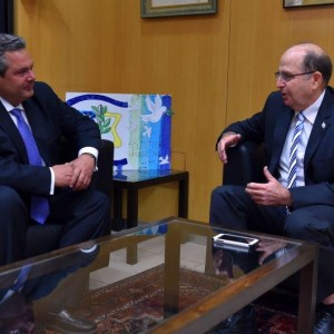 Israeli Defense Minister Moshe Ya'alon speaks with Greek counterpart Panos Kammenos at Israel's Defense Ministry. (Photo: Ariel Hermoni/Israeli Defense Ministry)